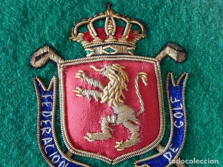 Coleccionismo deportivo: Excelente bordado. Escudo árbitro de la Federación Española de Golf. - Foto 5 - 164989002