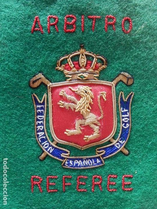 Coleccionismo deportivo: Excelente bordado. Escudo árbitro de la Federación Española de Golf. - Foto 8 - 164989002