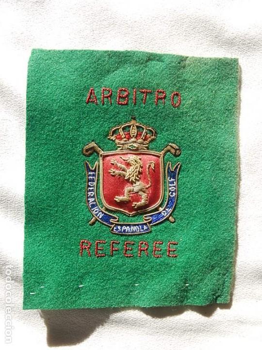 Coleccionismo deportivo: Excelente bordado. Escudo árbitro de la Federación Española de Golf. - Foto 10 - 164989002