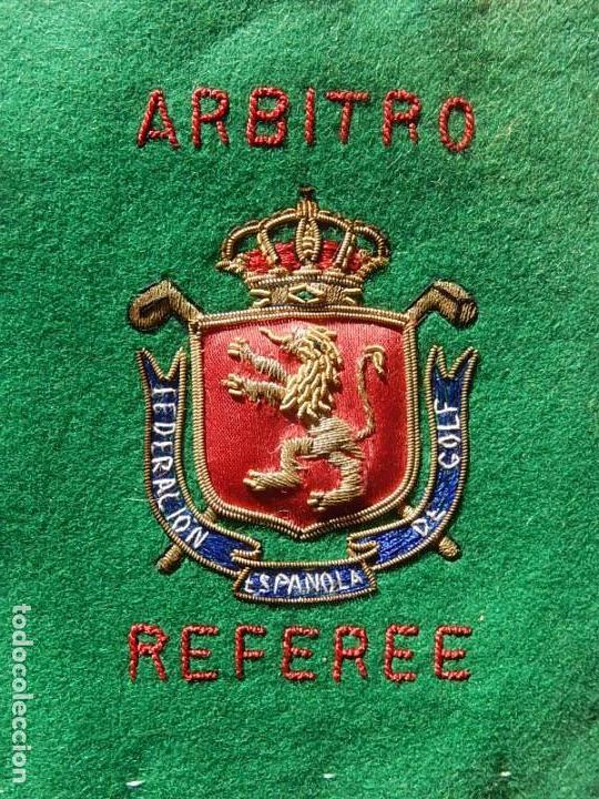 EXCELENTE BORDADO. ESCUDO ÁRBITRO DE LA FEDERACIÓN ESPAÑOLA DE GOLF. (Coleccionismo Deportivo - Ropa y Complementos - Complementos deportes)