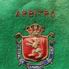 Coleccionismo deportivo: EXCELENTE BORDADO. ESCUDO ÁRBITRO DE LA FEDERACIÓN ESPAÑOLA DE GOLF.. Lote 164989002