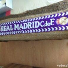 Coleccionismo deportivo: BUFANDA REAL MADRID + GORRO DE INVIERNO. Lote 178976095