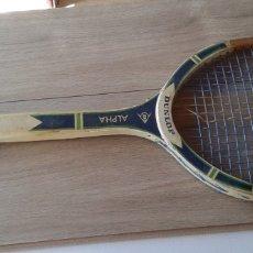 Coleccionismo deportivo: ANTIGUA RAQUETA DE TENIS DE MADERA DUNLOP ALPHA. Lote 180180703
