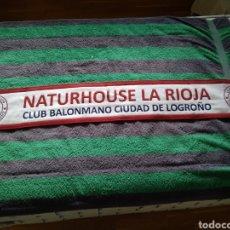 Coleccionismo deportivo: BUFANDA NATURHOUSE LA RIOJA. CLUB BALONMANO LOGROÑO.. Lote 183552155
