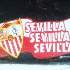 Coleccionismo deportivo: LOTE 3 BRAGA CALIENTA CUELLO SEVILLA FC NEGRA OFICIAL NUEVA Y ANTIGUA + FUNDA AÑOS '90 ORIGINAL. Lote 184755417
