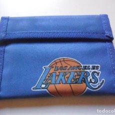 Coleccionismo deportivo: VINTAGE NBA BASKETBALL LOS ANGELES LAKERS CARTERA BILLETERA AÑOS 80. Lote 193609137