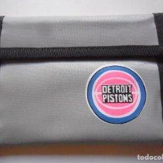 Coleccionismo deportivo: VINTAGE NBA BASKETBALL DETROIT PISTONS CARTERA BILLETERA AÑOS 80. Lote 193609618