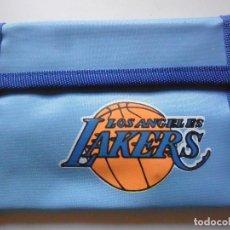 Coleccionismo deportivo: VINTAGE NBA BASKETBALL LOS ANGELES LAKERS CARTERA BILLETERA AÑOS 80. Lote 193609741