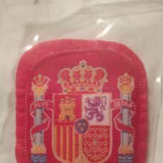 Coleccionismo deportivo: PARCHE ESCUDO ANTIGUO BORDADO DE LA SELECCION ESPAÑOLA DE FUTBOL ESPAÑA. Lote 193645853