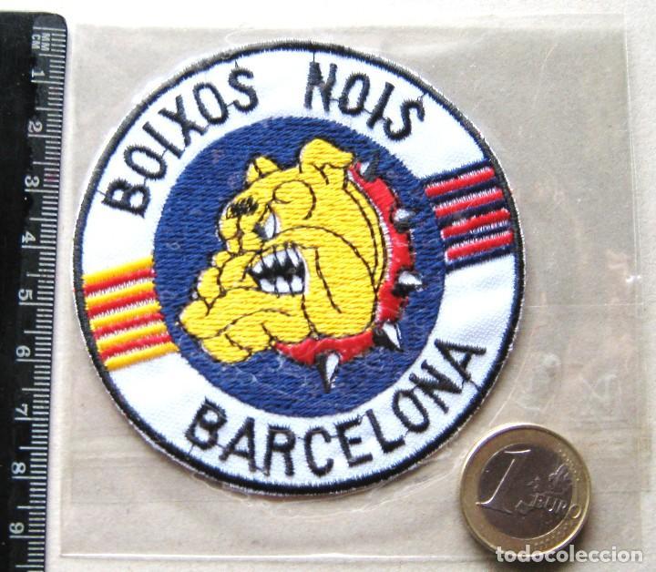 ESCUDO TELA BOIXOS NOIS FC BARCELONA NUEVO LOGO BORDADO PARCHE FUTBOL PATCH FLICKEN R47-R (Coleccionismo Deportivo - Ropa y Complementos - Complementos deportes)