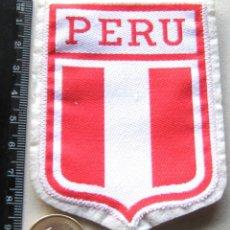 Coleccionismo deportivo: ESCUDO TELA PERU FEDERACION FUTBOL ANTIGUO LOGO BORDADO PARCHE PATCH FLICKEN R54-R. Lote 193750076