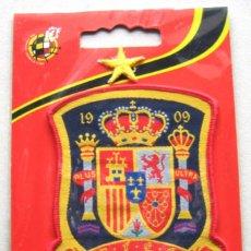 Coleccionismo deportivo: ESCUDO TELA FEDERACION ESPAÑA FUTBOL OFICIAL + ESTRELLA LOGO BORDADO PARCHE FLICKEN R57-R. Lote 198314886