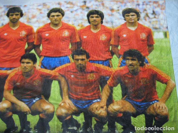 Coleccionismo deportivo: TOALLA SELECCIÓN ESPAÑOLA DE FUTBOL DE ESPAÑA 82 - Foto 3 - 218935060