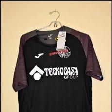 Coleccionismo deportivo: TALLA L CAMISETA ENTRENO NEGRA OFICIAL GETAFE CF ROPA LIGA FUTBOL NUEVO A ESTRENAR CON ETIQUETA. Lote 207061271