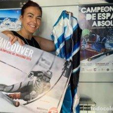 Coleccionismo deportivo: MARIA JOSE RIENDA DONA UN MONO DE ESQUÍ DE COMPETICIÓN Y UN PÓSTER FIRMADO DE LOS JJOO. Lote 211276454