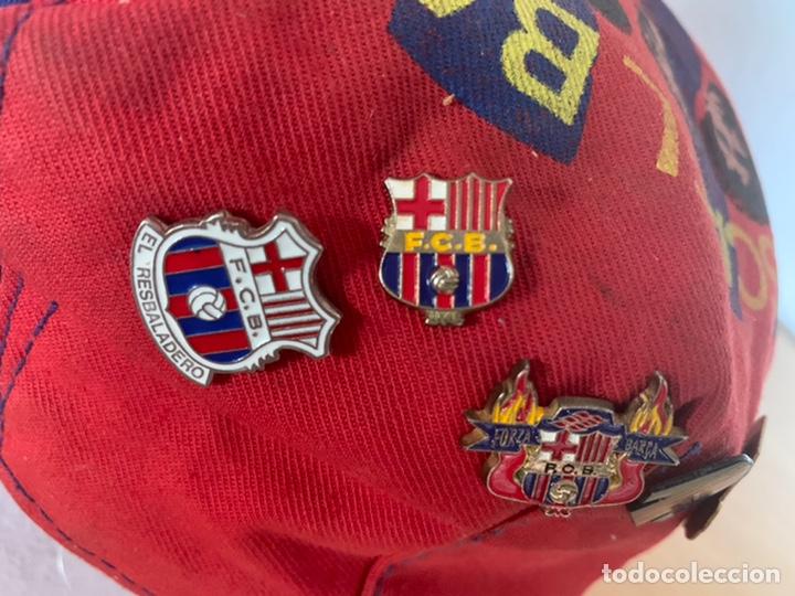 Coleccionismo deportivo: Gorra y pins antiguos futbol club Barcelona - Foto 3 - 211497071