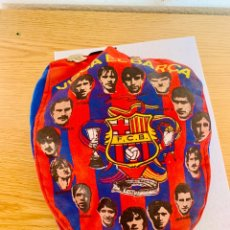 Coleccionismo deportivo: GORRA Y PINS ANTIGUOS FUTBOL CLUB BARCELONA. Lote 211497071