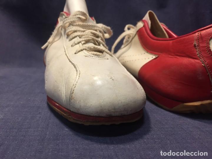 Coleccionismo deportivo: raras zapatillas firma emerson emmo fittipaldi arco puma made in brasil formula 1 11x29x10cms - Foto 25 - 213450073