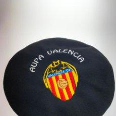 Coleccionismo deportivo: BOINA DEL VALENCIA CLUB DE FUTBOL - AUPA VALENCIA - ANTIGUA. Lote 214763780