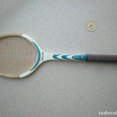 Coleccionismo deportivo: RAQUETA DE TENIS DE MADERA ANTIGUA DUNLOP. Lote 222134662