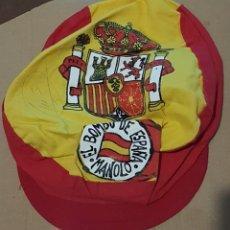 Coleccionismo deportivo: MANOLO EL DEL BOMBO, GORRA FIRMADA. Lote 236419010