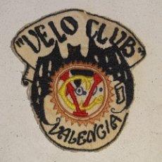 Coleccionismo deportivo: ANTIGUO PARCHE BORDADO DEL VELO CLUB DE VALENCIA - SOCIEDAD CICLISTA - CICLISMO AÑOS 30. Lote 255919245