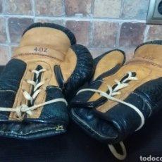 Coleccionismo deportivo: PAR DE ANTIGUOS GUANTES DE BOXEO. ORIGINALES AÑOS 50. TALLA OZ. Lote 268951534