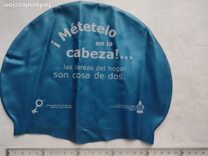 Coleccionismo deportivo: GORRO BAÑO - METETELO EN LA CABEZA!. LAS TAREAS DEL HOGAR SON COSA DE DOS - AYTO SANTURTZI - Foto 3 - 269173313