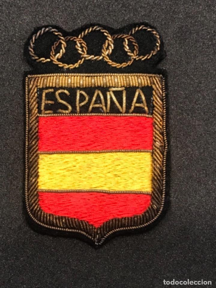Coleccionismo deportivo: ESCUDO OLÍMPICO DE LA SELECCIÓN ESPAÑOLA BORDADO HILO DE ORO 1960'S. - Foto 2 - 276990833