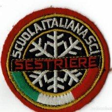 Coleccionismo deportivo: PARCHE DE TELA SESTRIERE / SCUOLA ITALIANA SCI ESTACIÓN ESQUÍ. Lote 278346353