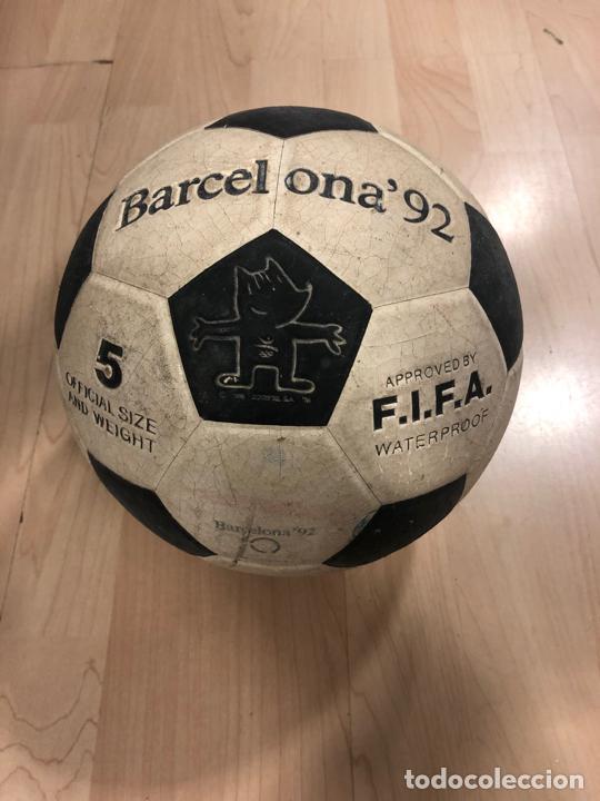 Coleccionismo deportivo: LOTE DE 3 BALONES - PELOTAS DE FUTBOL (BOOMERANG - MIKASA - BARCELONA 92 - COBI) - Foto 4 - 288334053