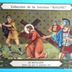 Coleccionismo Cromos antiguos: VÍA CRUCIS. III ESTACIÓN. JESÚS CAE POR PRIMERA VEZ. COLECCIÓN DE LA SIROLINE ROCHE.. Lote 90323304