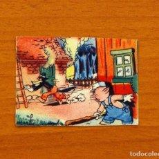 Coleccionismo Cromos antiguos: LOS TRES CERDITOS Y CAPERUCITA ROJA CONTRA EL LOBO FEROZ -CROMO, Nº 55 - BRUGUERA 1945 -NUNCA PEGADO. Lote 105245403