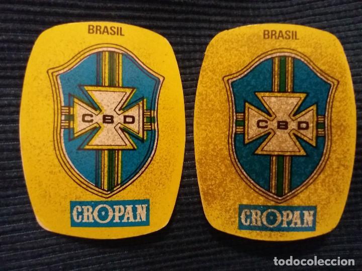 Coleccionismo Cromos antiguos: CROPAN ESCUDO SELECCION BRASIL ERROR IMPRESION MOVIDO JUEGA LOS MUNDIALES 82 - Foto 2 - 120850671