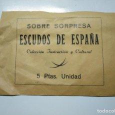 Coleccionismo Cromos antiguos: SOBRE SORPRESA ESCUDOS DE ESPAÑA. COLECCION INSTRUCTIVA Y CULTURAL. SIN ABRIR. TDKP13. Lote 141848194