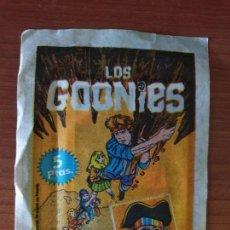 Coleccionismo Cromos antiguos: SOBRE DE CROMOS SIN ABRIR LOS GOONIES--PACOSA DOS (1985). Lote 211880673
