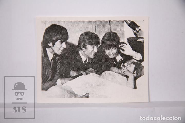 Coleccionismo Cromos antiguos: Cromo The Beatles en fotos - Número 93 - Bruguera, 1966 - Fotocromo - Foto 2 - 197738325