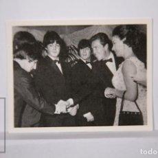 Coleccionismo Cromos antiguos: CROMO THE BEATLES EN FOTOS - NÚMERO 95 - BRUGUERA, 1966 - FOTOCROMO. Lote 197738338
