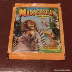 Collezionismo Figurine antiche: MADAGASCAR - 1 SOBRE DE CROMOS SIN ABRIR - PANINI. Lote 254830305