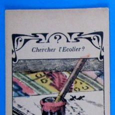 Coleccionismo Cromos antiguos: CROMO BUSCANDO AL COLEGIAL. CHERCHER L'ECOLIER?. REGALO DE LA FARMACIA HILTBRAND, LYON. Lote 269393223