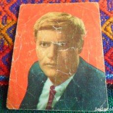 Coleccionismo Cromos antiguos: FIGURAS DE LA TV 169 VIC MORROW GALERÍA ARTISTAS 67 RAYMOND BURR. FHER. REGALO FAMOSOS DEL DISCO 143. Lote 270692398