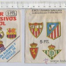 Cromos de Fútbol: SOBRE VACÍO Y CROMO DEL F.C. BARCELONA SUPER ADHESIVOS FUTBOL EXCLUSIVAS SALCAS ALMENDRALEJO. Lote 267826794