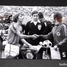 Cromos de Fútbol: JOHAN CRUYFF - FOTOGRAFÍA ORIGINAL HOLANDA CONTRA ALEMANIA. Lote 87362444