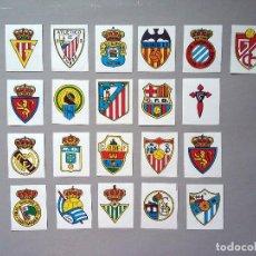Cromos de Fútbol: LOTE 21 CROMOS ESCUDOS FUTBOL AÑOS 70 80 SIN USO REVERSO INFORMACION DEL EQUIPO. Lote 100172975
