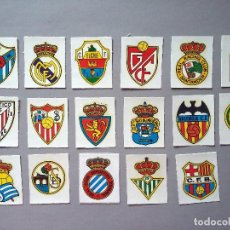 Cromos de Fútbol: LOTE 17 CALCAMONIAS CROMOS ESCUDOS FUTBOL AÑOS 70 80 SIN USO . Lote 100247715