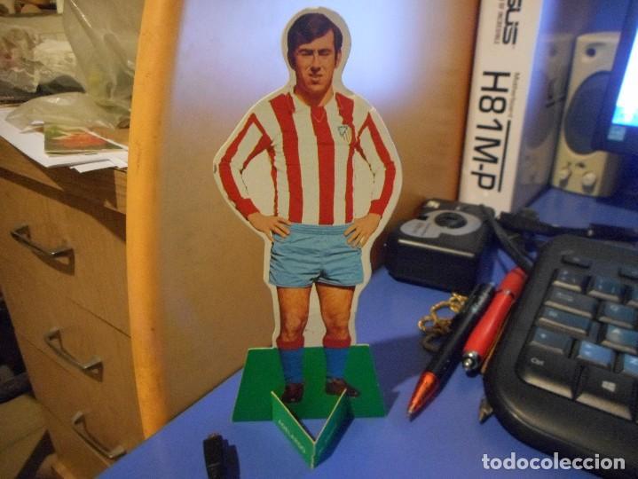 CURIOSO CROMO FUTBOL TROQUELADO FHER 1969 ADELARDO AT MADRID (Coleccionismo Deportivo - Álbumes y Cromos de Deportes - Cromos de Fútbol)