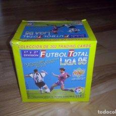 Cromos de Fútbol: CAJA DE CROMOS MUNDICROMO FUTBOL TOTAL LIGA 95 CROMOS 1º Y 2º DIVISION. CAJA DE 50 SOBRES SIN ABRIR.. Lote 121386471