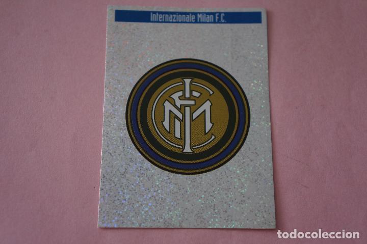 CROMO DE FÚTBOL ESCUDO DEL INTER DE MILAN SIN PEGAR LETRA K MEJORES EQUIPOS EUROPA 97-98 (Coleccionismo Deportivo - Álbumes y Cromos de Deportes - Cromos de Fútbol)
