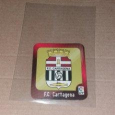 Cromos de Fútbol: CROMO MEGA FÚTBOL MAGNETS 2009 2010 09 10. IMÁN ESCUDO F.C. CARTAGENA. Lote 132661306