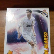 Cromos de Fútbol: CROMO COLECCIONES ESTE 2012/13,EDITORIAL PANINI, JUGADOR XABI ALONSO (STARS). Lote 194902017